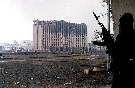 A Chechen separatist near the Presidential Palace in Grozny, January 1995 Evstafiev-chechnya-palace-gunman.jpg