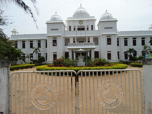 https://upload.wikimedia.org/wikipedia/commons/thumb/c/cc/Facade_of_Public_Library%2C_Jaffna.jpg/640px-Facade_of_Public_Library%2C_Jaffna.jpg