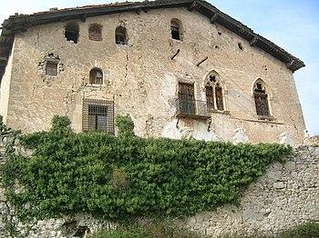 Fachada principal del Castillo de Herbés