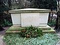 FamilienbegräbnisDrägerHL.JPG