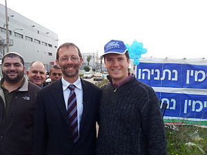 Moshe Feiglin - Moshe Feiglin campaigning with supporters for the Likud leadership primaries, 2012