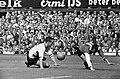 Feyenoord tegen DOS 4-2, Coen Moulijn struikelt, Bestanddeelnr 916-7946.jpg