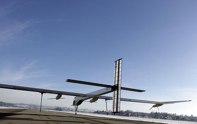 Solar Impulse 1 - verificari pentru zbor  Dübendorf - 3 decembrie 2009.