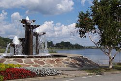 Fontana sul lago Osisko.