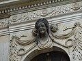 Frauenkopf (Schlussstein über dem Fenster) am Palais im Großen Garten in Dresden 5.jpg