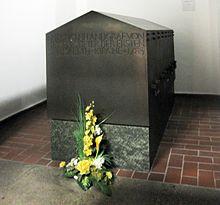 Sarkophag des Landgrafen Friedrich II. in der Kirche Sankt Elisabeth in Kassel (Quelle: Wikimedia)