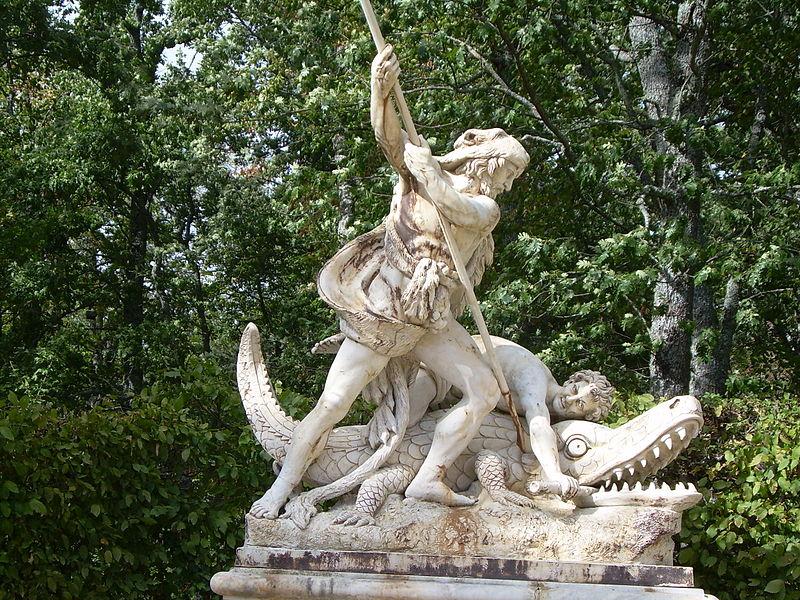 File:Fuente en los jardines del palacio de la Granja de San Ildefonso, Segovia..jpg