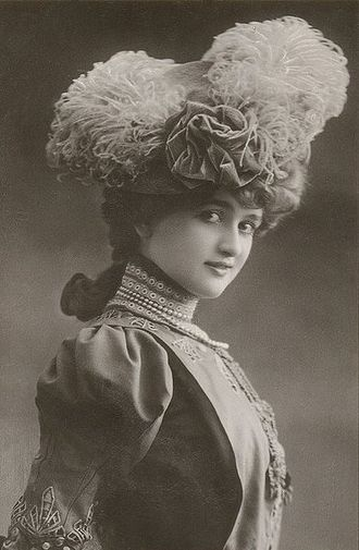Gaby Deslys - Publicity photo of Deslys, circa 1910s