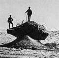 Gebrüder Alinari - Zwei Photographen auf einem Felsen (Zeno Fotografie).jpg