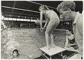 Gemeentelijke Zweminrichting De Planeet. Schoolzwemwedsrijden. Basisschool De Molenwiek won de wisselbeker. NL-HlmNHA 54032168.JPG