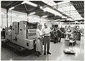 Gerda en Ben Leeuwerke bij de Japanse offsetpers bij drukkerij Grafia aan de Jan van Geunsweg. NL-HlmNHA 54035137br39885K.JPG