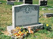 Glenn Milstead grave.jpg