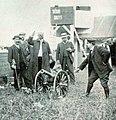 Grand Prix de l'ACF 1908, deux coups de canon à cinq minutes d'intervalle donnent le départ.jpg