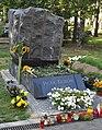 Grob Jacka Kuronia.JPG