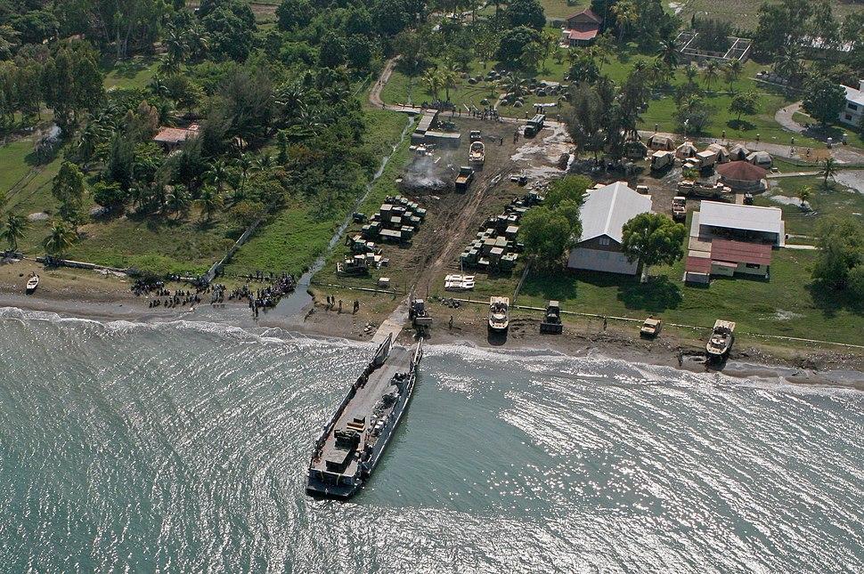 Haiti relief landing jan22