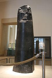 Stenpelare med Hammurabis lagar.
