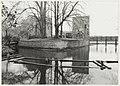 Her Poortgebouw van de Ruïne van Brederode met daarachter het slotgedeelte. Op de voorgrond aanbouw van een nieuwe brug. NL-HlmNHA 54016652.JPG
