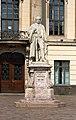 Hermann von Helmholtz-Statue vor der Humboldt-Universität zu Berlin.jpg