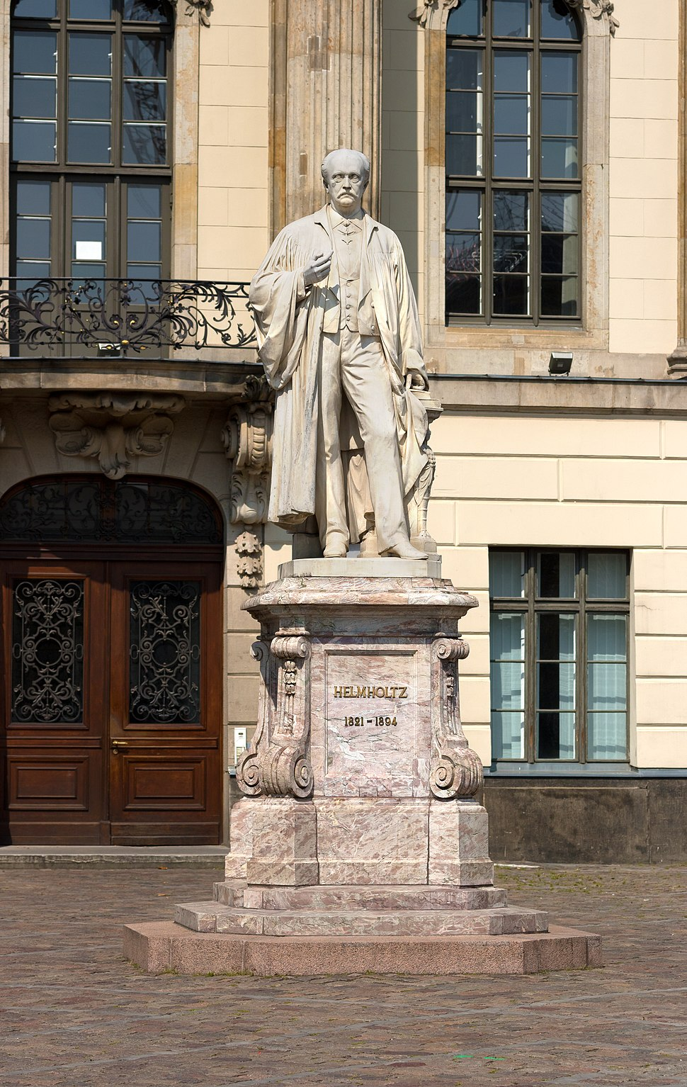 Hermann von Helmholtz-Statue vor der Humboldt-Universität zu Berlin
