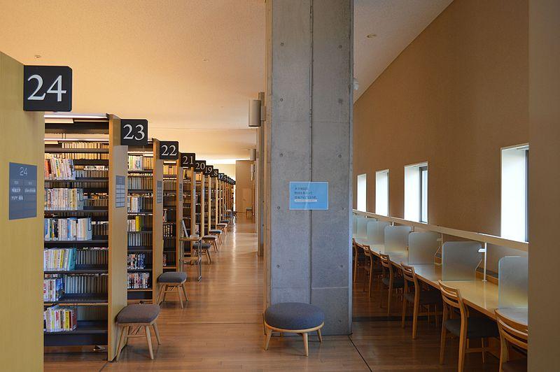 File:Hida City Library 1F bookshelves ac (1).jpg