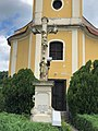 Holy cross before the Roman Catholic church in Szólád.jpg