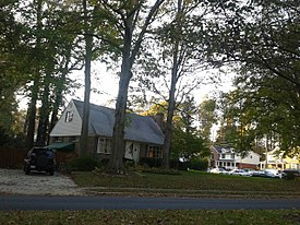 Houses in Kings Park, Virginia.jpg
