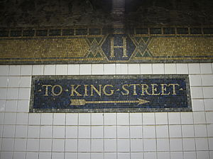 Houston Street (IRT Broadway–Seventh Avenue Line) - Directional and trim line tablets