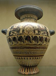 Archaic (Etruscan) fanged goggle-eyed gorgoneion flanked by sphinxes on a hydria from Vulci, 540-530 BC