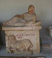 IMG 1097 - Perugia - Museo archeologico - Urna etrusca sec. II a.C. - 7 ago 2006 - Foto G. Dall'Orto.jpg