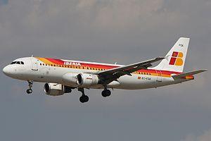 Iberia Airbus A320-211.jpg