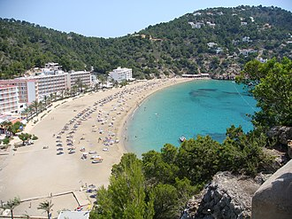 https://upload.wikimedia.org/wikipedia/commons/thumb/c/cc/Ibiza%2C_Spain_%282662885217%29.jpg/330px-Ibiza%2C_Spain_%282662885217%29.jpg