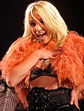 Britney Spears chantant If U Seek Amy le 2 mai 2009 à la Mohegan Sun Arena lors du Circus Tour.