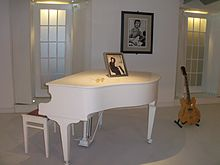 220px-Imagine_room_replica_of_the_Beatles_Story_museum%281%29
