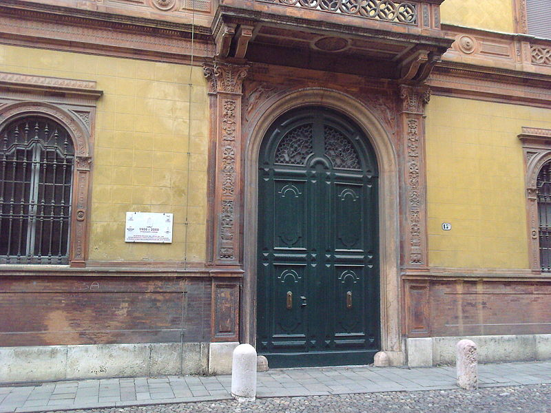 File:Ingresso Palazzo Gulinelli a Ferrara.jpg
