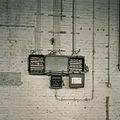 Interieur, stoppenkasten aan muur in de fabriekshal - Maastricht - 20385395 - RCE.jpg