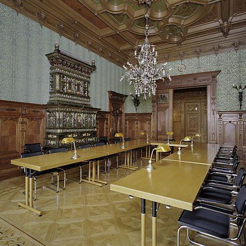 Bestand interieur studiezaal gebouwd tussen huis en for Huis en interieur
