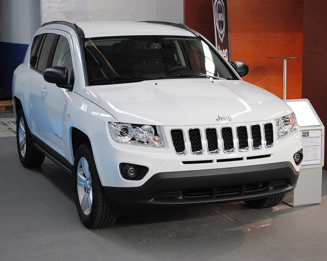 File:JEEP COMPASS, 2012, IFEVI.JPG - Wikimedia Commons
