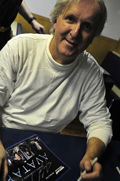 ファイル:James Cameron on USS Hue City (CG-66) 2010-01-27.jpg