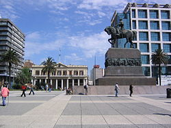 José Artigas in Plaza Independencia.jpg