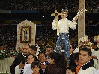José Sánchez del Río - Statue of José Sánchez del Río with relic