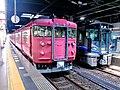 Kanazawa Station Nanao 415 and 521.jpg