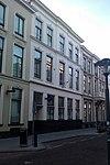 foto van Pand dat onderdeel is van een in het derde kwart van de 19e eeuw als een symmetrisch geheel ontworpen straatwand