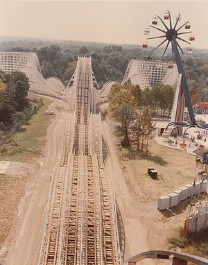 The Racer (Kings Island) - The Racer in 1975 with the now defunct Zodiac to the right.