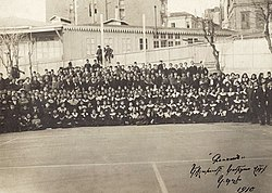 "Komitas ""Guzan"" choir in Constantinople, 1910.jpg"
