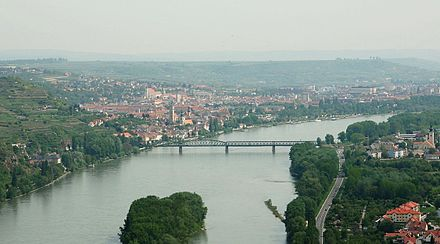 View of Krems at the end of Wachau valley Krems and mautern from ferdinandswarte.jpg