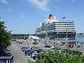 Kreuzfahrtschiff QUEEN ELIZABETH (brit.) (Kiel 42.691).jpg