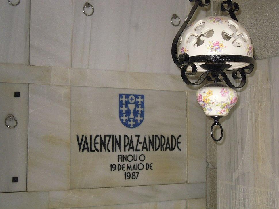 Lápida Valentín Paz Andrade