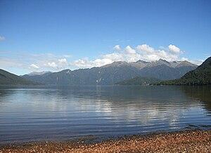 Lake Hauroko - Image: Lake hauroko