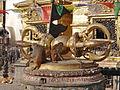 Le grand Vajra du Stupa de Swayambhunath à Katmandou (8435899936).jpg