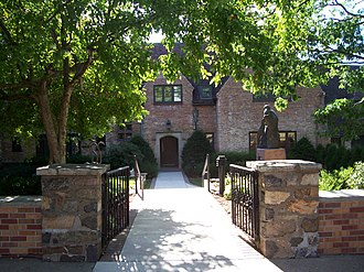 Leigh Yawkey Woodson Art Museum - Image: Leigh Yawkey Woodson Art Museum Side Entrance